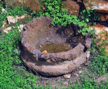Bacile in basalto capanna Sa Sedda 'e Sos Carros